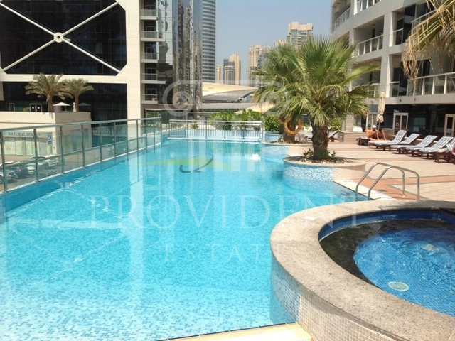 Swimming Pool - Lake Terrace_Jumeirah Lake Towers